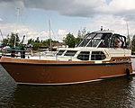 Компания Universal Marine представила в России моторную яхту DYG Proficiat Kruiser 12,25 GL Retro
