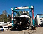 Сезон подъемов моторных яхт для зимнего хранения.